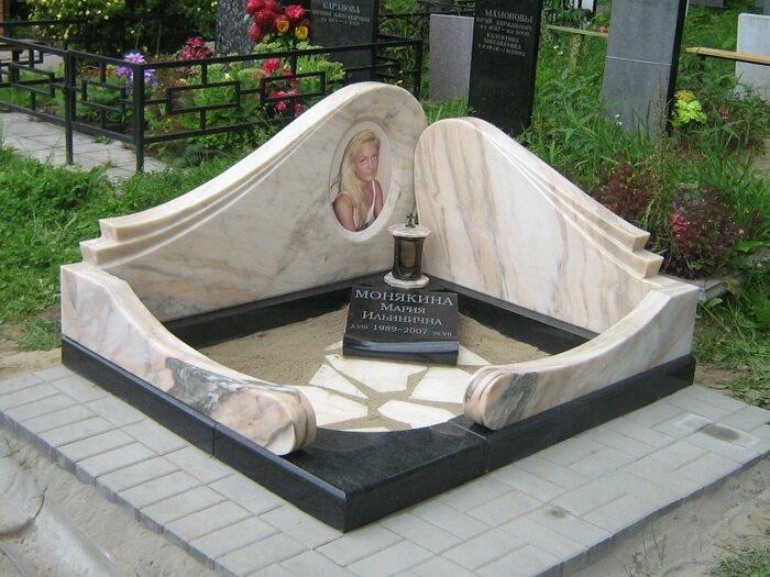 Вариант оформления мраморного памятника